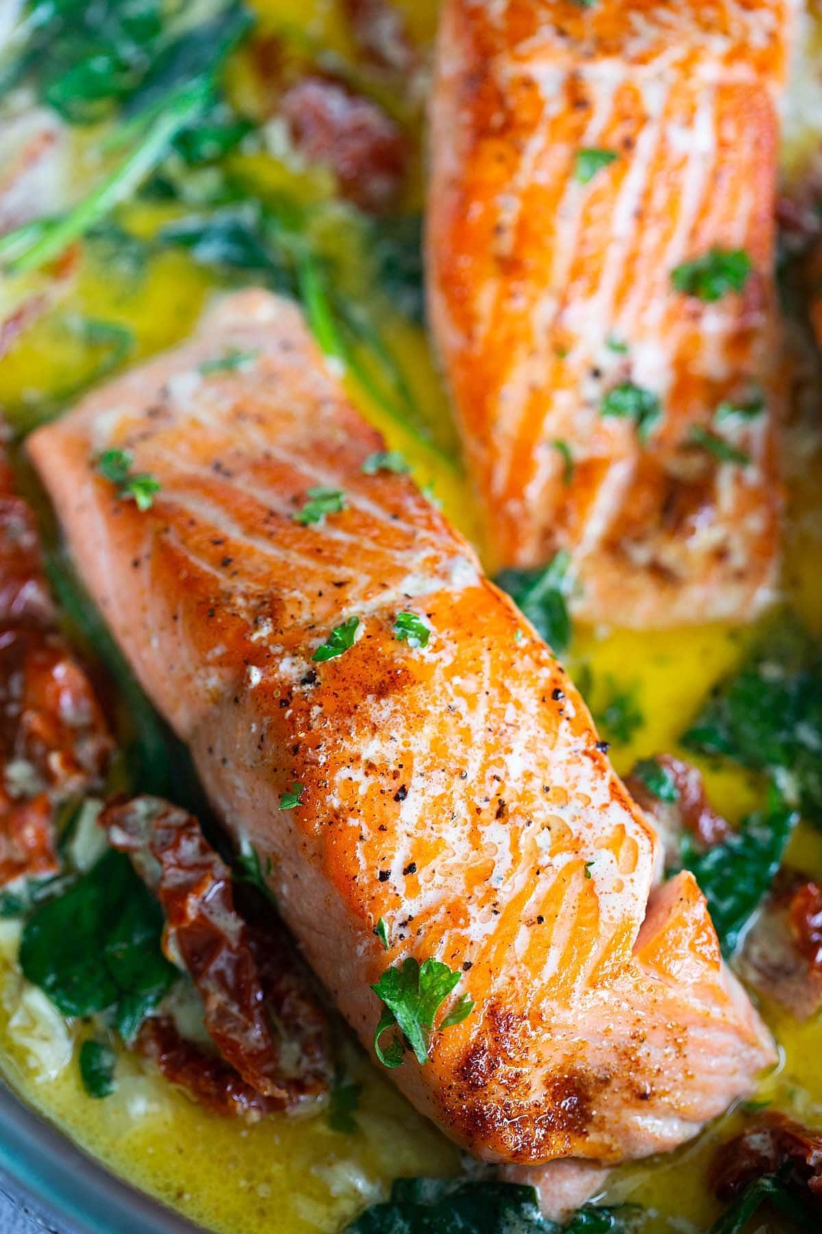 Saumon toscan crémeux, prêt à servir.