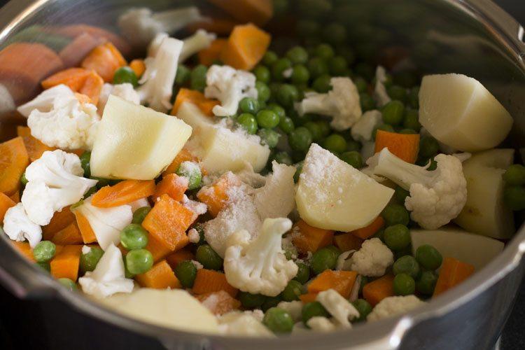 légumes dans une cocotte minute
