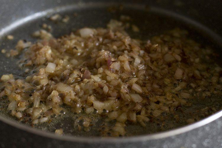 faire sauter la pâte d'ail au gingembre