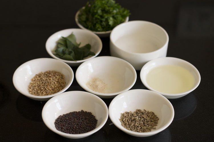 ingrédients pour tempérer dans des bols blancs
