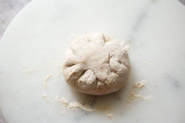 aplatir la boule de pâte