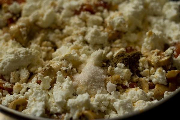 poudre de garam masala et sel ajoutés